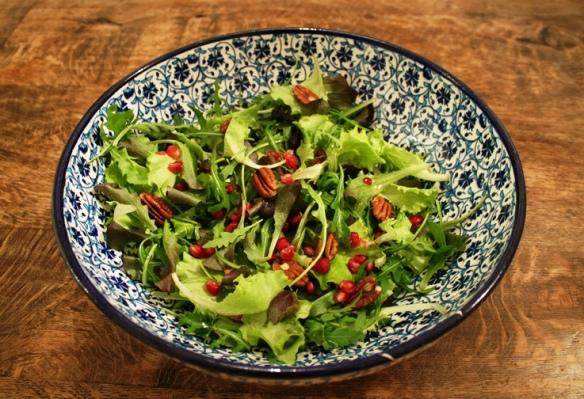 Salade met pecannoten en granaatappelpitjes site bw