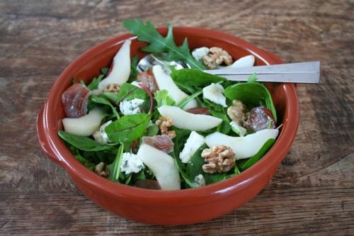 Salade met peer en blauwe kaas