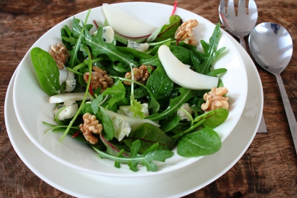 Salade van peer en blauwe kaas