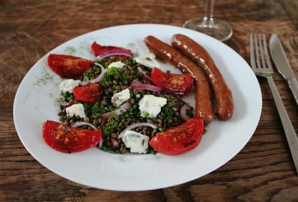 Ottolenghi's salade met linzen, tomaten en gorgonzola met merguez worstjes 2