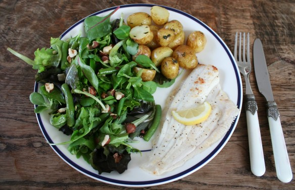 Scholfilet met salade van Hollandse sperziebonen en geroosterde hazelnoten