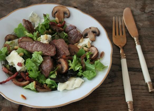 crostini's salade bistecca hangop rabarbercompote 038 (3)